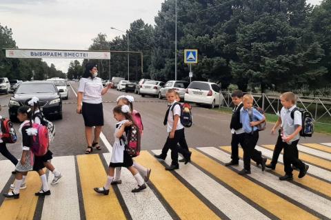 Первоклассников приняли в пешеходы